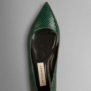 New BURBERRY Pointed Toe Green Snakeskin Flats 8